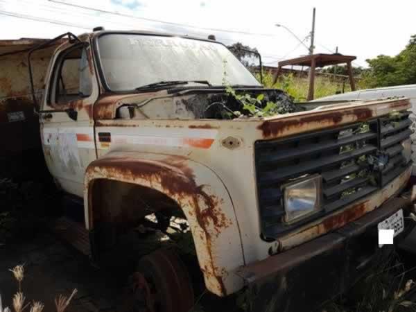 ITEM Nº: 04; Caminhão basculante; GM/Chevr 12000  Custom, ANO: 1990/1990, PLACA: 2663, CH