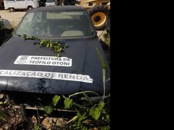 ITEM Nº: 11; Automóvel; Fiat Uno Mille Fire Flex, ANO: 2008/2008, PLACA: 8902, CHASSI: 90