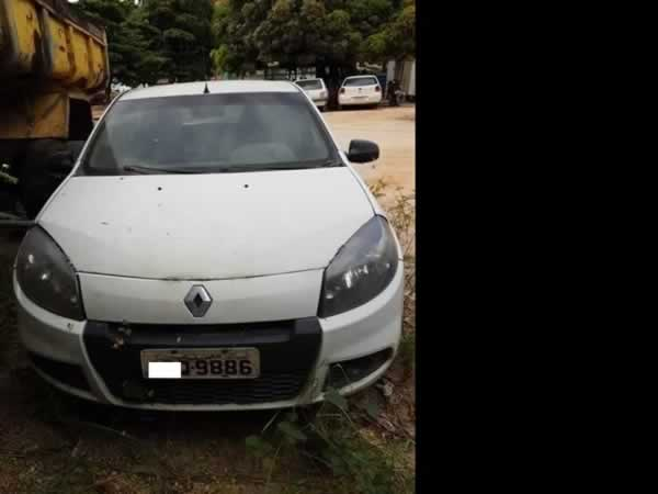 ITEM Nº: 18; Automóvel; Renault Sandero AUT1016V, ANO: 2013/2014, PLACA: 9886, CHASSI: 84