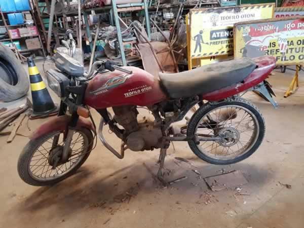 ITEM Nº: 14; Motocicleta; Honda CG 125 Titan, ANO: 1998/1998, PLACA: 4353, CHASSI: 564, C