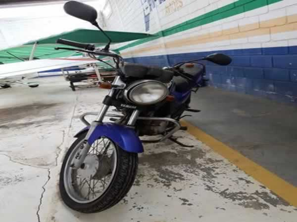 ITEM Nº: 28; Motocicleta; Yamaha YBR 125E, ANO: 2001/2001, PLACA: 5024, CHASSI: 621, COR:
