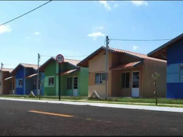 ITEM Nº: 004; ARAGUARI; Casa, 49,79 m2 de área privativa, 160m2 de área do terreno, 2 qts...