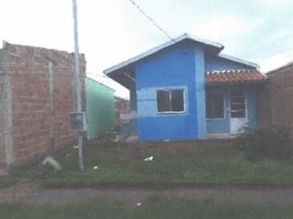 ITEM Nº: 003; ARAGUARI; Apartamento, 49,79 m2 de área privativa, 2 qts, a.serv, suite, WC...