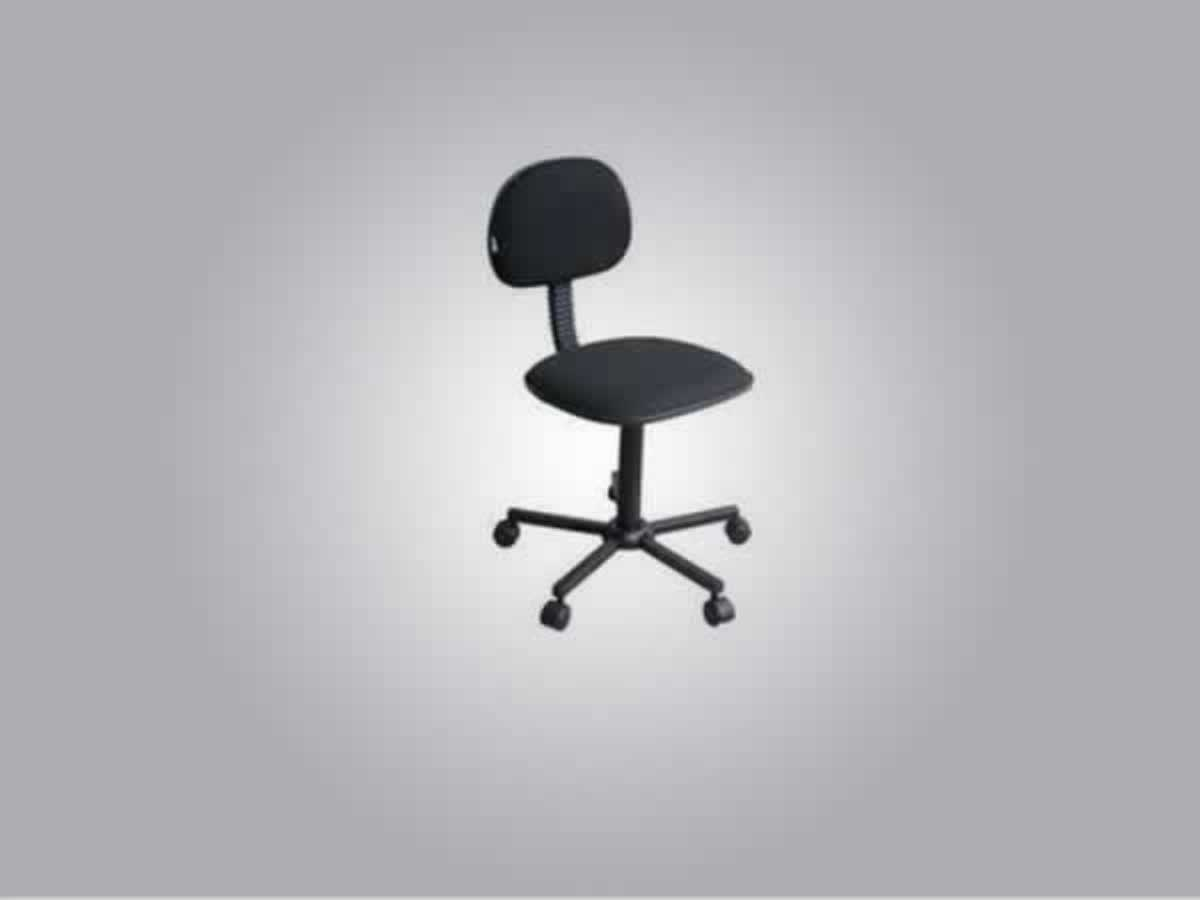 Caratinga - Quant.: 52 - Cadeiras  para escritorio, com estofado preto, rodinhas, encosto