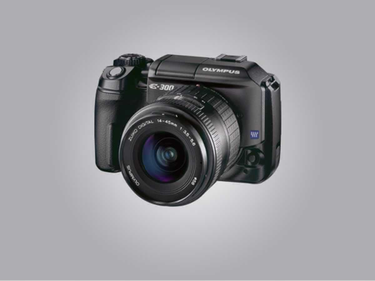 Barbacena - Câmera digital E-300 advanced manual Olympus Em perfeito estado de funcionamen...