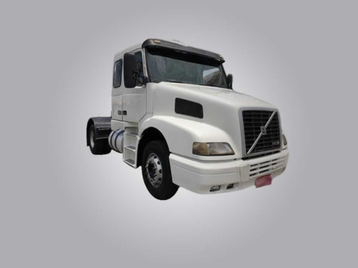 Betim - Caminhão/Trator NH 12380 4x2T Volvo, ANO: 2002/2002,  COR: Amarela, PLACA 9185, CH...