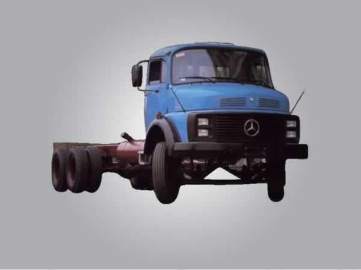 Monte Carmelo - Caminhão L2013 Mercedes Benz, ANO: 1980/1980,  COR: Bege, PLACA 0423, CHAS...