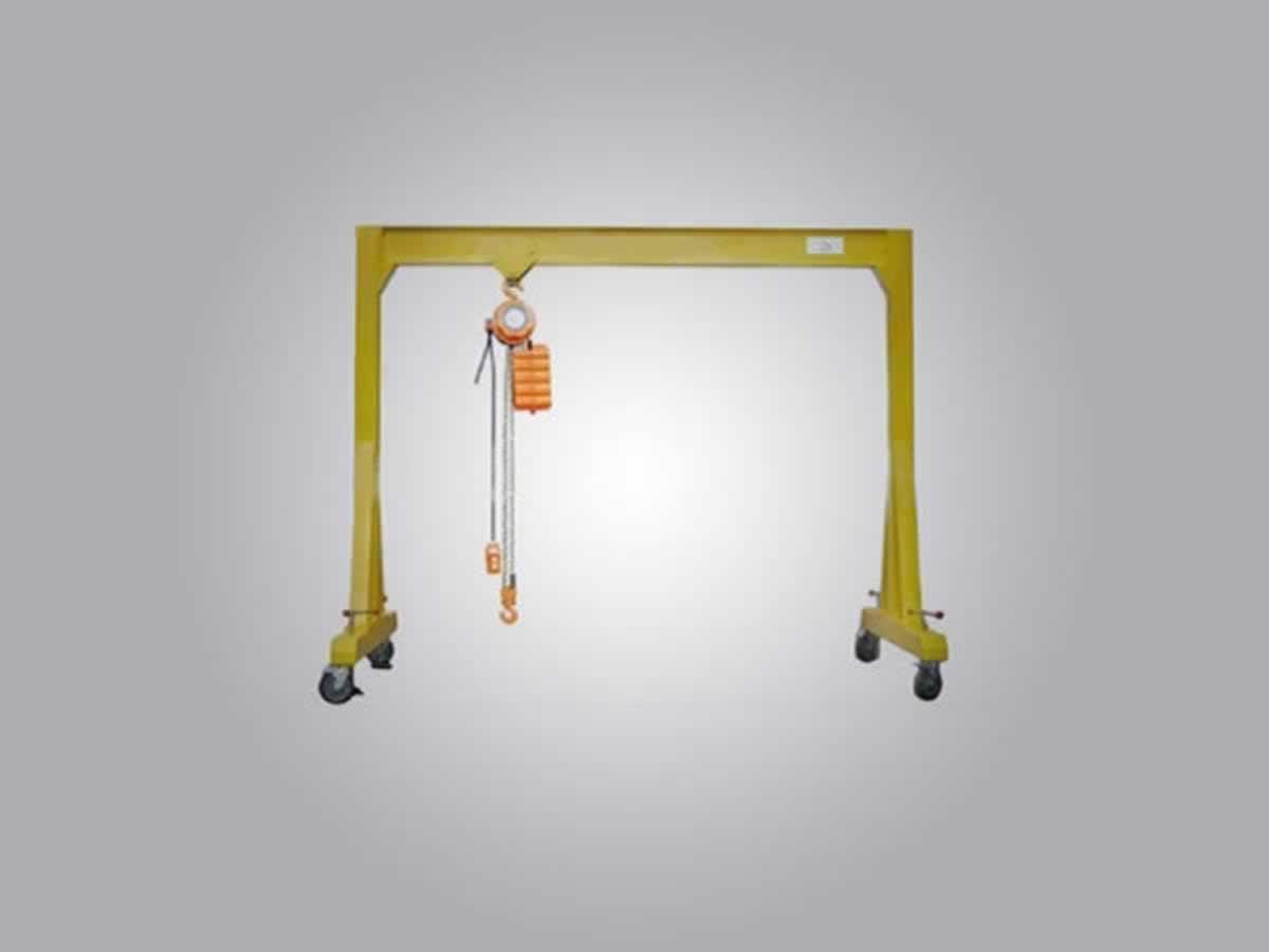 Timóteo - Pórtico  Capacidade de 2 toneladas, com talha elétrica, fabricado pelo próprio e