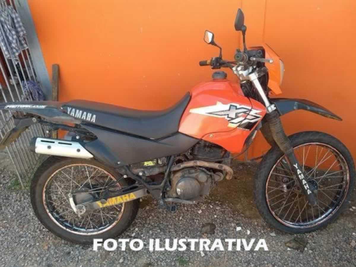 Jacutinga - Motocicleta XT 225 Yamaha, ANO: 2001/2001,  COR: Preta, PLACA 4951, CHASSI 050...