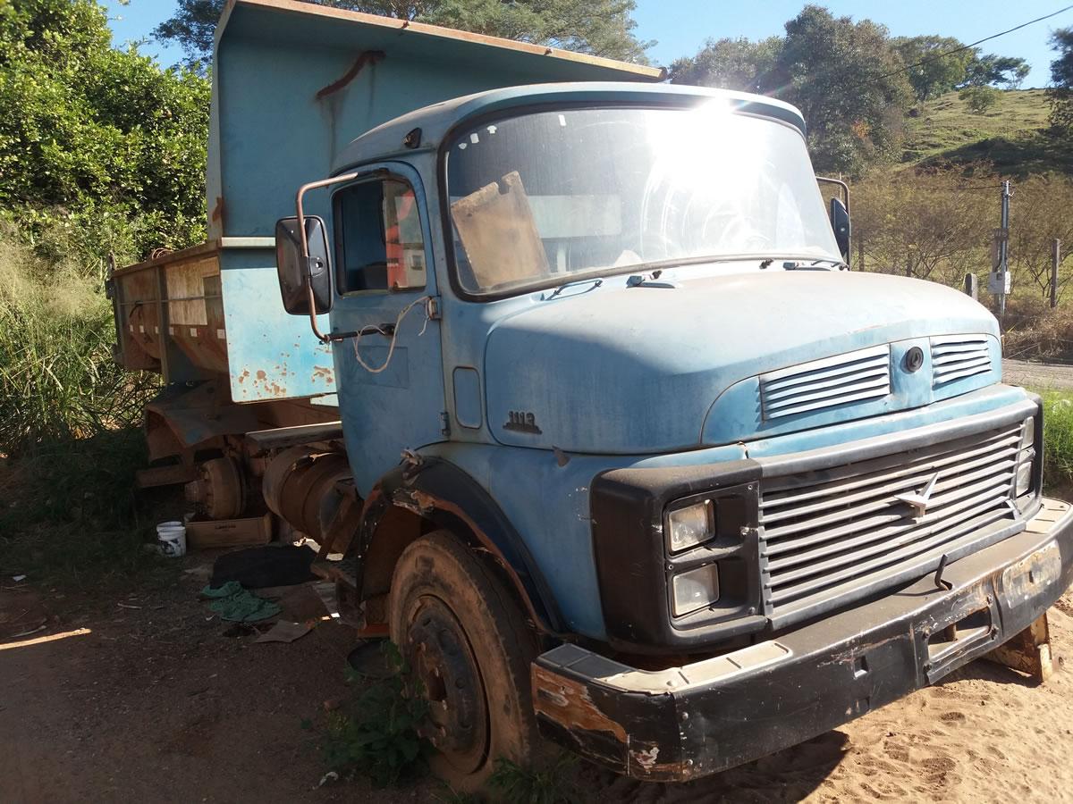 ITEM Nº: 04; Caminhão Mec. Operac; M.B. M. Benz L 1113, ANO: 1984/1984, PLACA: 0880, CHAS