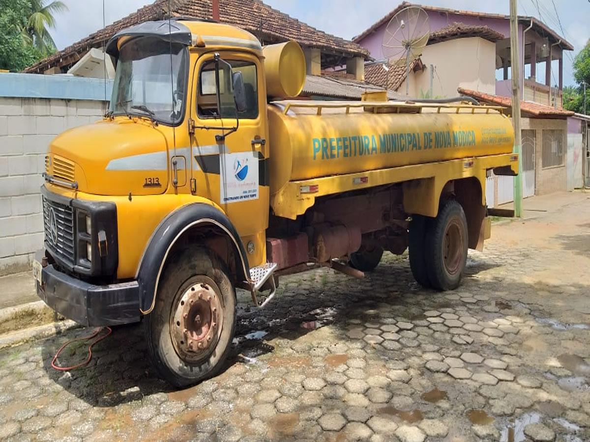 ITEM Nº: 01; Caminhão Basculante; M. B./M. BENZ L 1313, ANO: 1983/1983, PLACA: 7131, CHAS