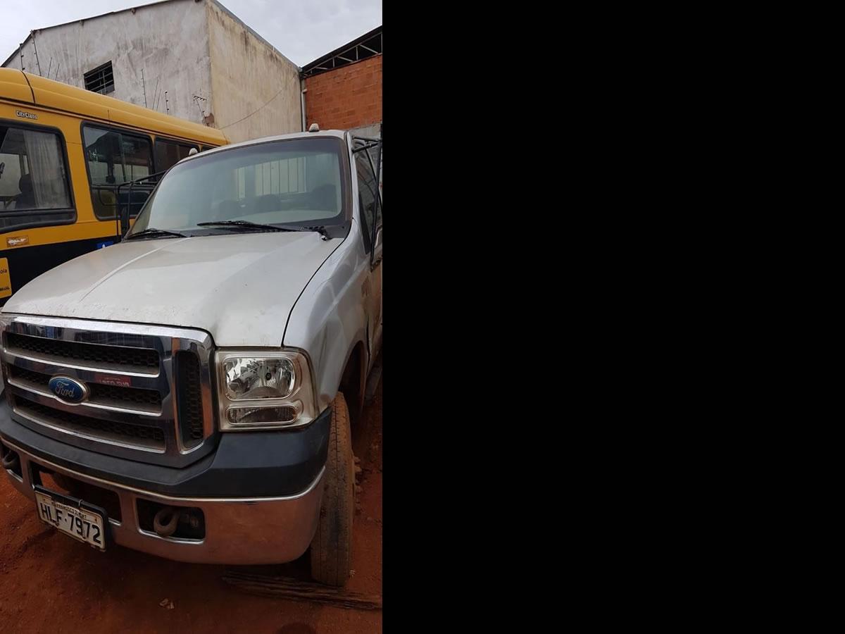 ITEM Nº: 06; Caminhão; Ford/F4000 G, ANO: 2011/2011, PLACA: 7972, CHASSI: 328, COR: prata...