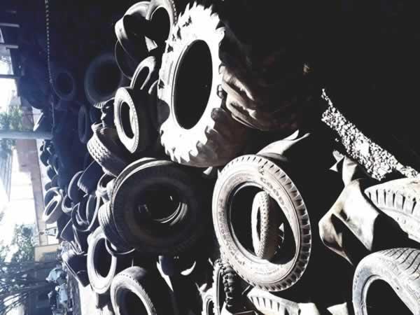 ITEM Nº: 01; Lote de aproximadamente 10.000 pneus diversos (sucata);      Conforme edital