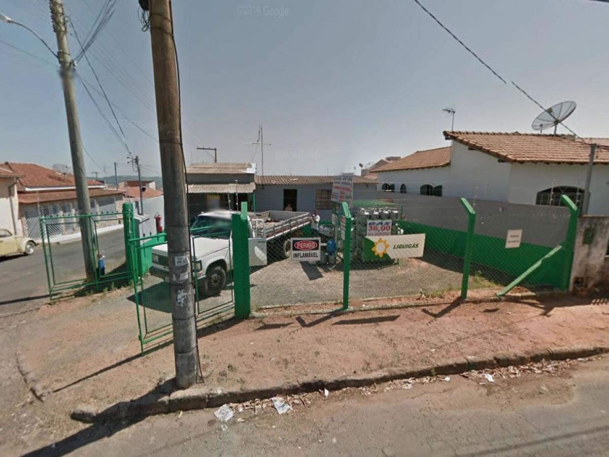 São Sebastião do Paraíso - 50% de uma casa com lote de  286,75m²,  Rua Antônio Ananias, 81...