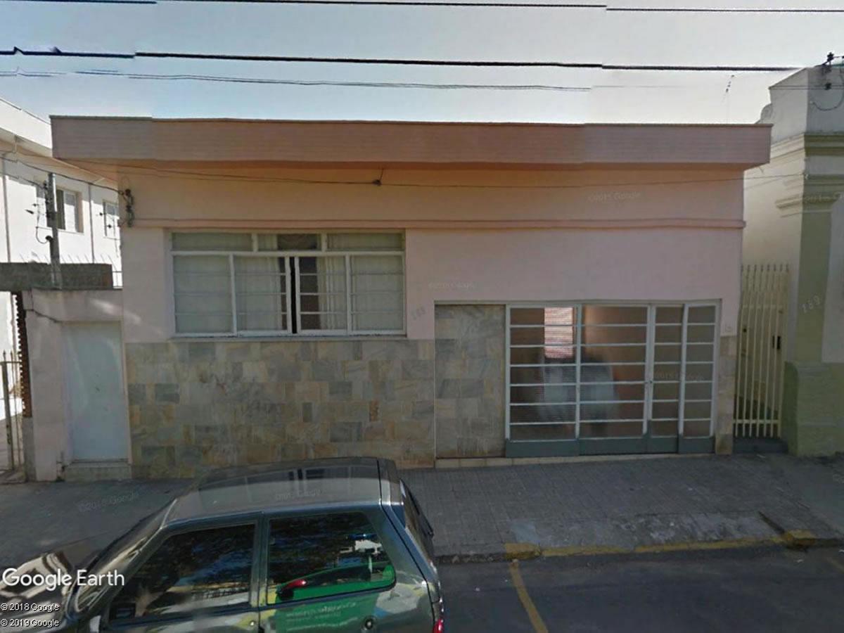 São Sebastião do Paraíso - Casa com 3 quartos região central,  Praça Comendador Jõao Alves