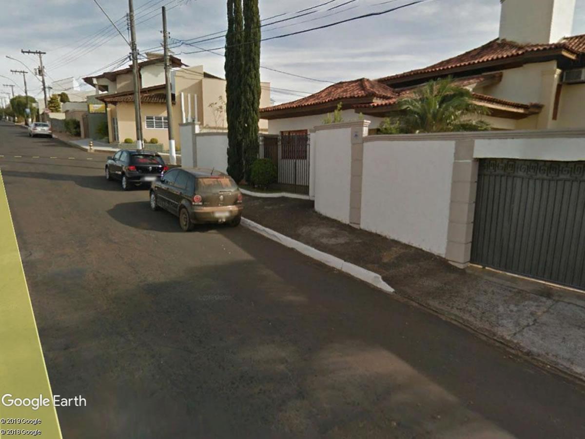 Araxá - Casa com 245,80m² de área construída,  Avenida João Moreira Sales, 210, Lêda Barce...
