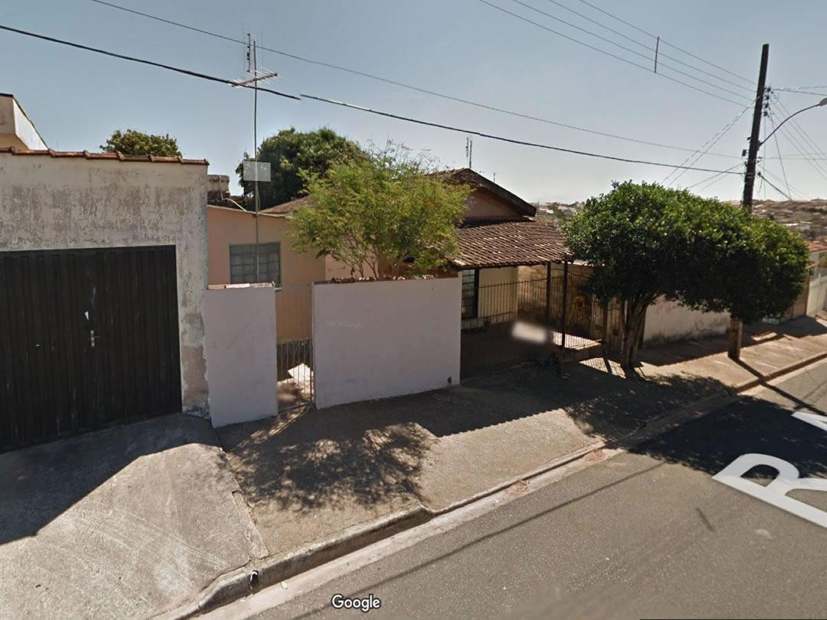 São Sebastião do Paraíso - 50% de um lote com 300,00m², com 3 edificações,  Rua Antônio An...