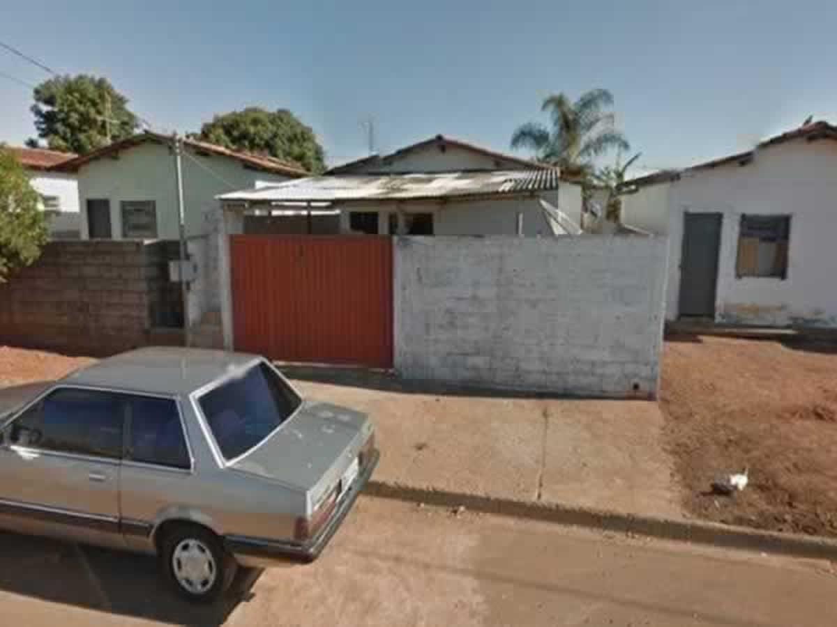 São Sebastião do Paraíso - Casa com 03 quartos e garagem,  Rua João Felipe de Carvalho, 61
