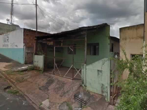 Uberaba - Casa e barracão em lote de 280,00m²,  Rua Ceará, 826 - 830, Vila Santa Maria - C...