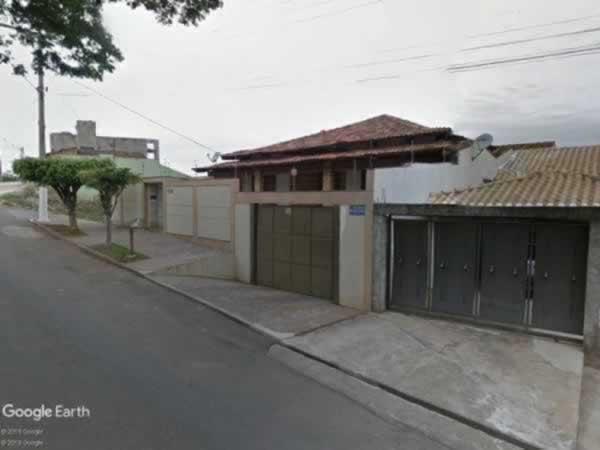 Pará de Minas - Casa com 3 quartos (uma suíte), sauna e piscina,  Rua Vereador Ildeu Alves...