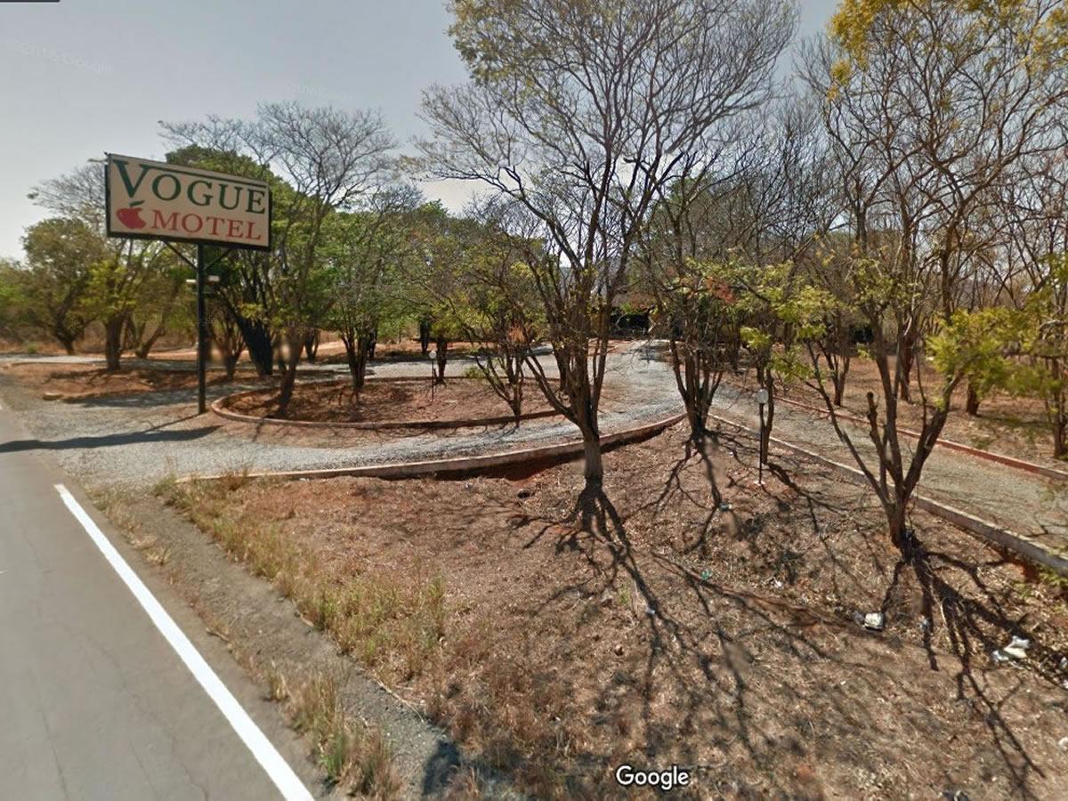 Janaúba - Imóvel comercial onde funcionava um motel,  Lugar denominado Algodões, na altura...