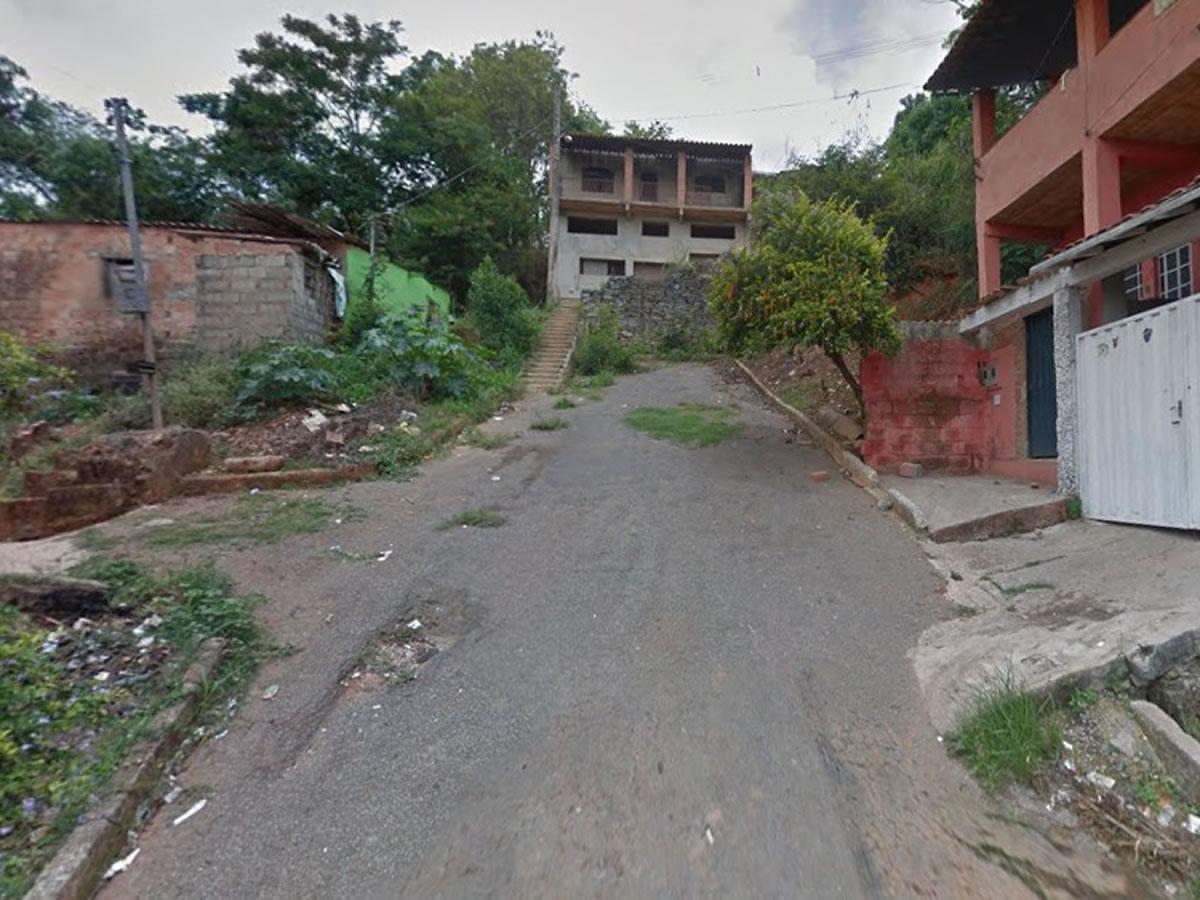 Pedro Leopoldo - Lote de esquina com 360,00m², Rua Maria Helena da Costa, esquina com a ru