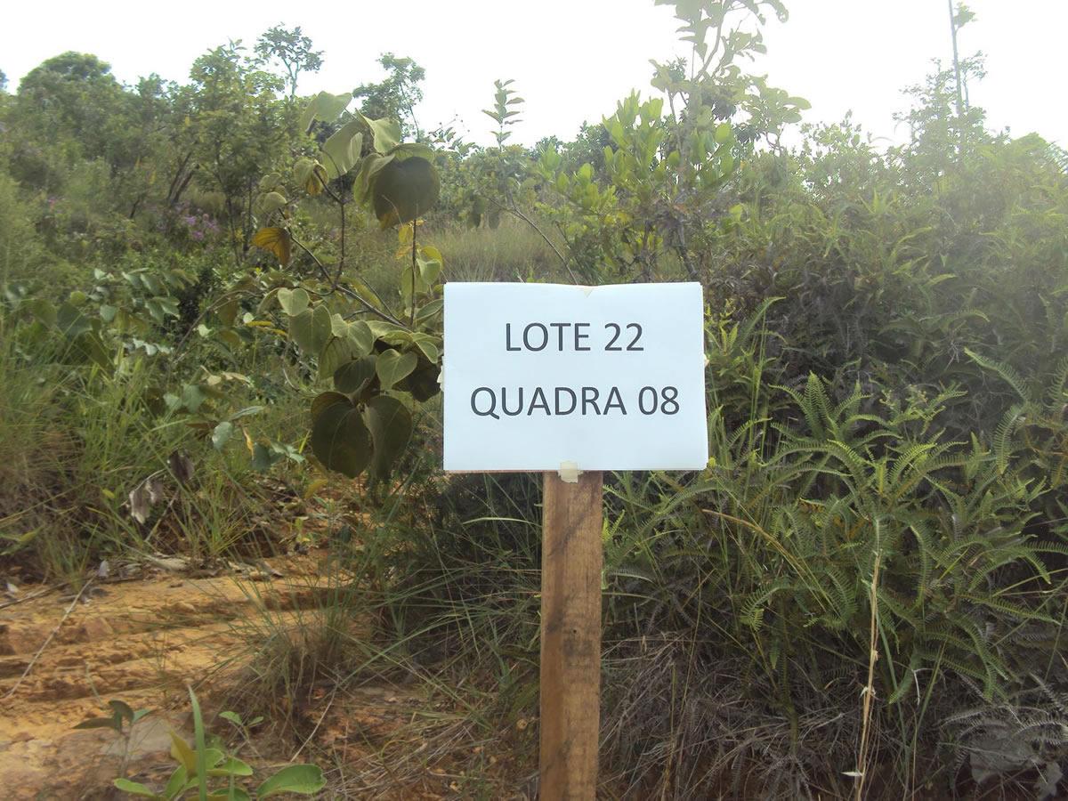 ITEM Nº: 07; Um lote de terreno de nº 22, da quadra nº 08, medindo 360,00 m²; situado à Ru