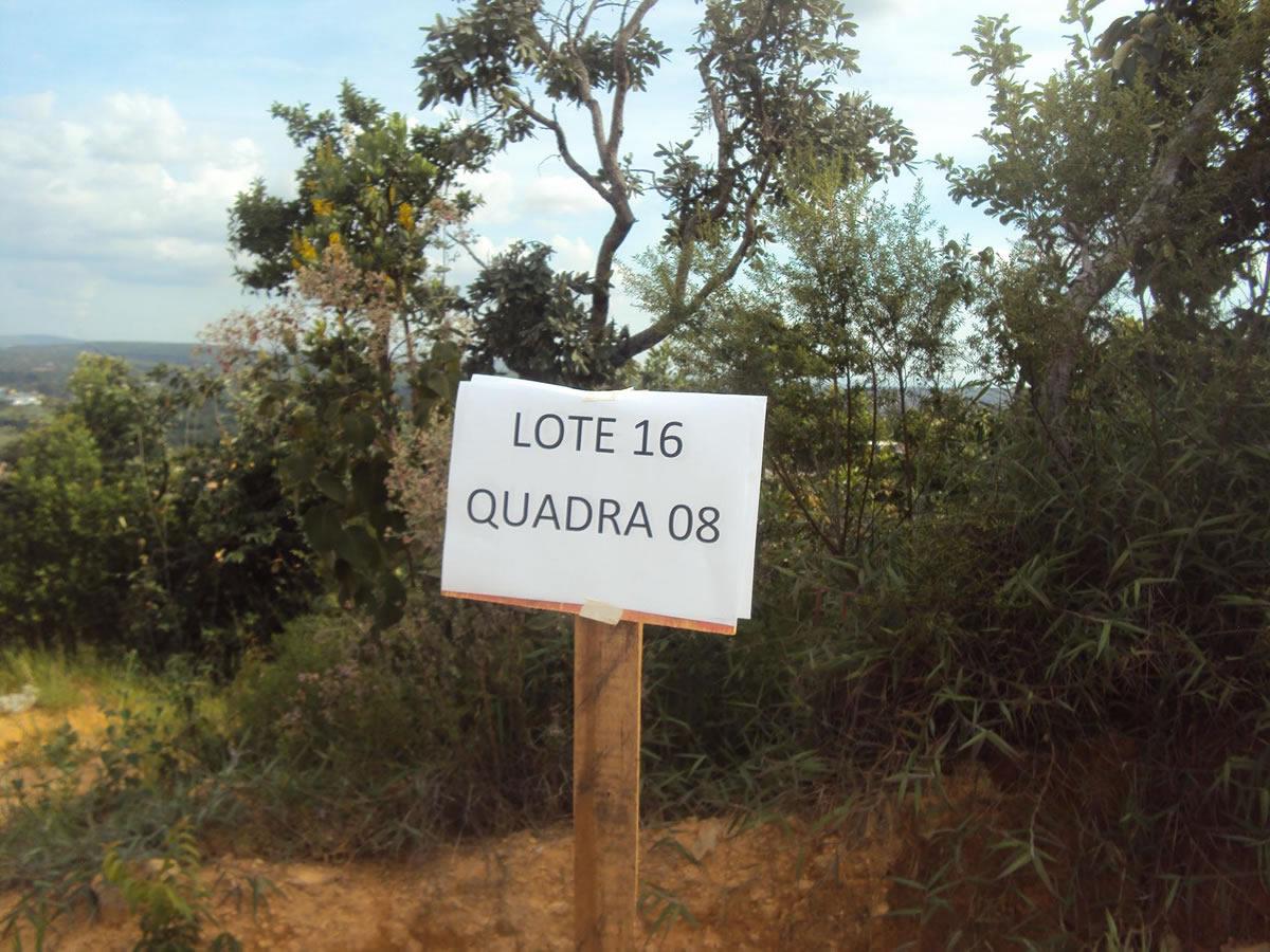 ITEM Nº: 22; Um lote de terreno de nº 16, da quadra nº 08, medindo 360,00 m²; situado à Ru