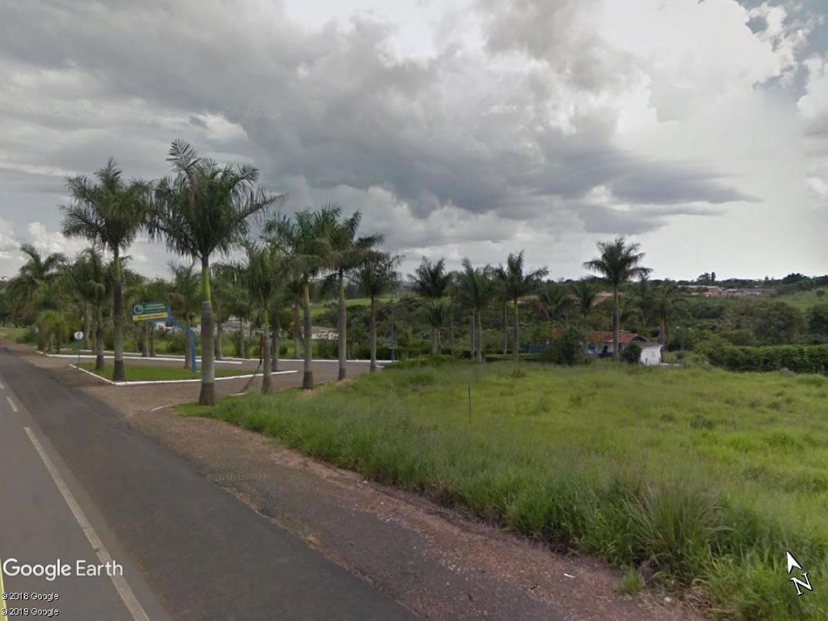 São Sebastião do Paraíso - Chácara com 2.373,71m²,  Av. Pinheiros, Lote 05 - Quadra A, Con...