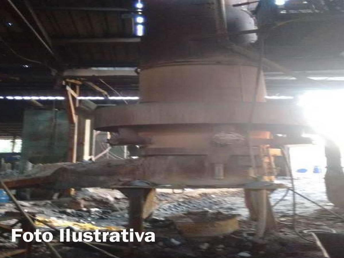 Itaúna - Forno Cubilô (Carcaça)  e sua caixa de ar.  ==> IMPORTANTE: O primeiro leilão ser