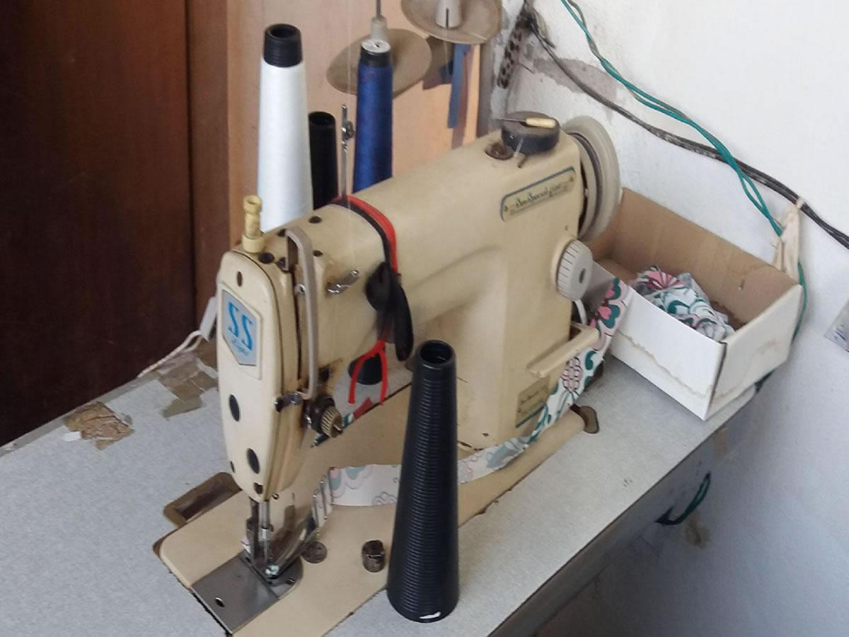 Campo Belo - Máquina de costura SSL8700 Sun Special Light Com uma agulha em funcionamento....