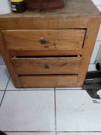 Itaúna - Quant.: 2 - Gaveteiros  Em madeira de demolição, novos, medindo aproximadamente 0