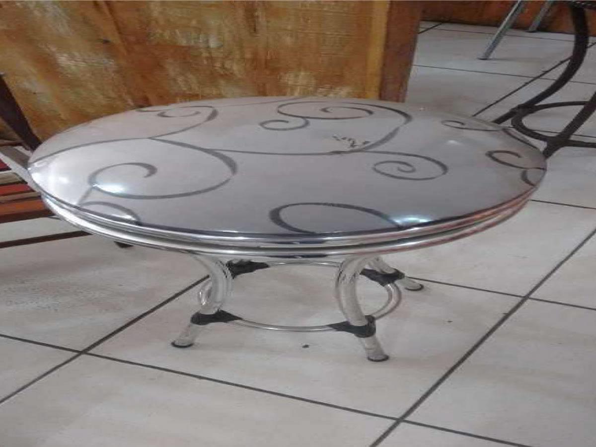 Itaúna - Banqueta giratória  Em alumínio.  ==> IMPORTANTE: O primeiro leilão será dia 06/0