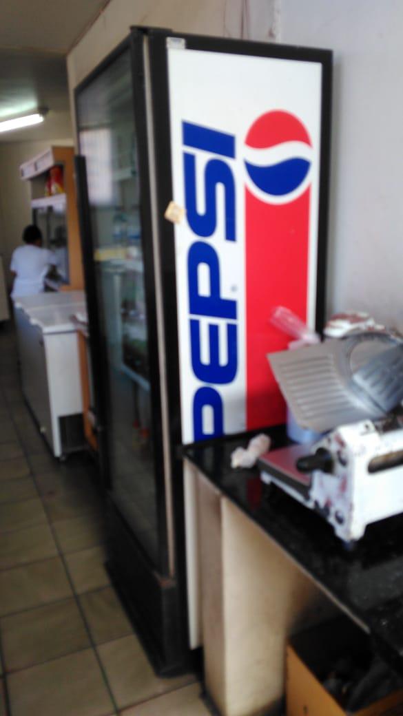 Curvelo - Freezer vertical com logotipo da Pepsi Saara ==> IMPORTANTE: O primeiro leilão s