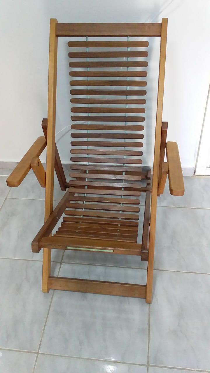Oliveira - Cadeira grande de madeira, com ajustes de altura  Em ótimo estado de conservaçã...
