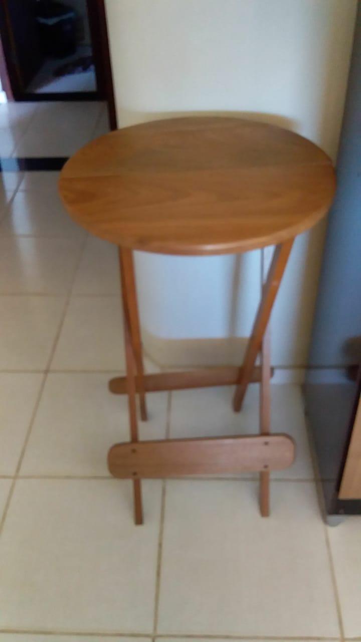 Oliveira - Mesa alta (Barzinho) de madeira, dobrável  Em ótimo estado de conservação.  ==>...