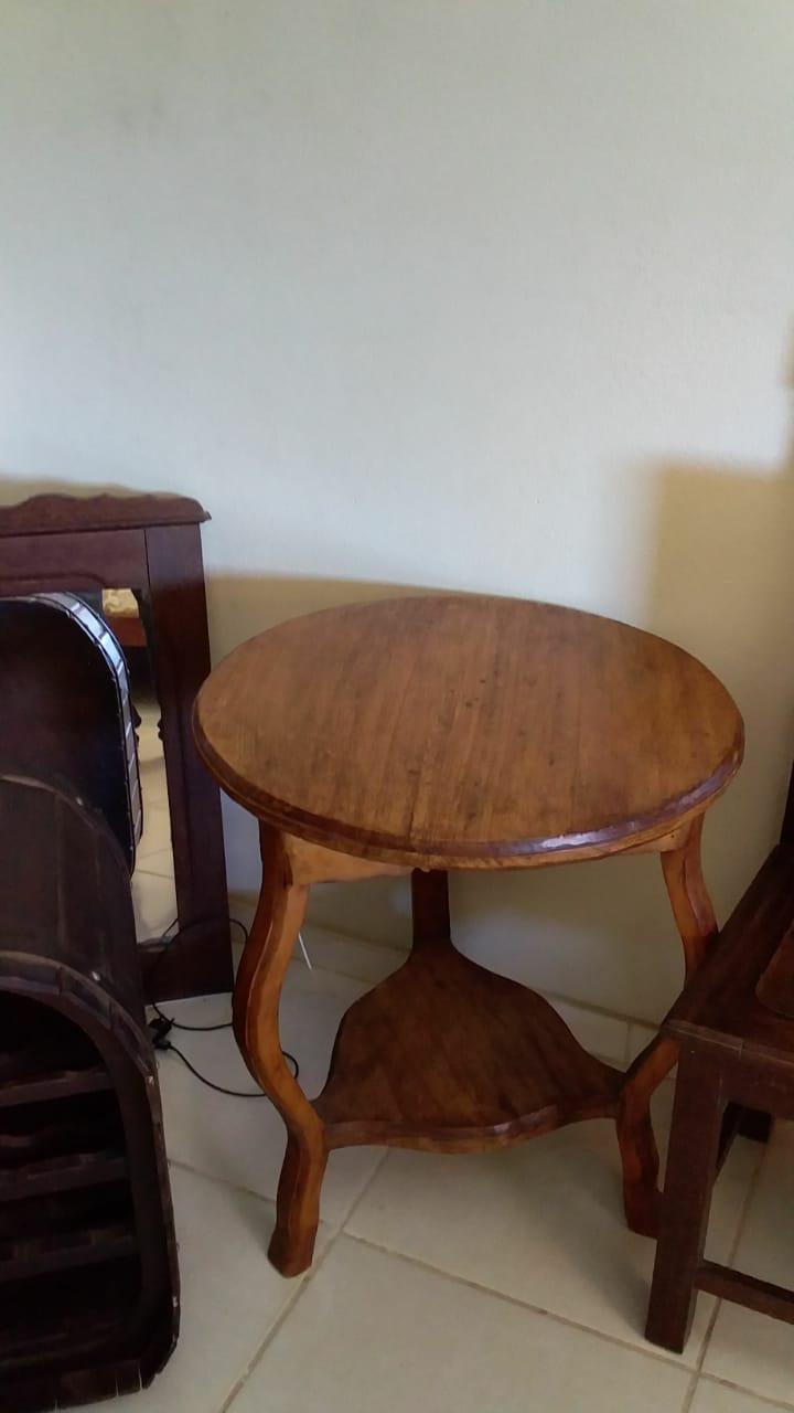 Oliveira - Mesa de centro (de sala) redonda  Em ótimo estado de conservação.  ==> IMPORTAN...