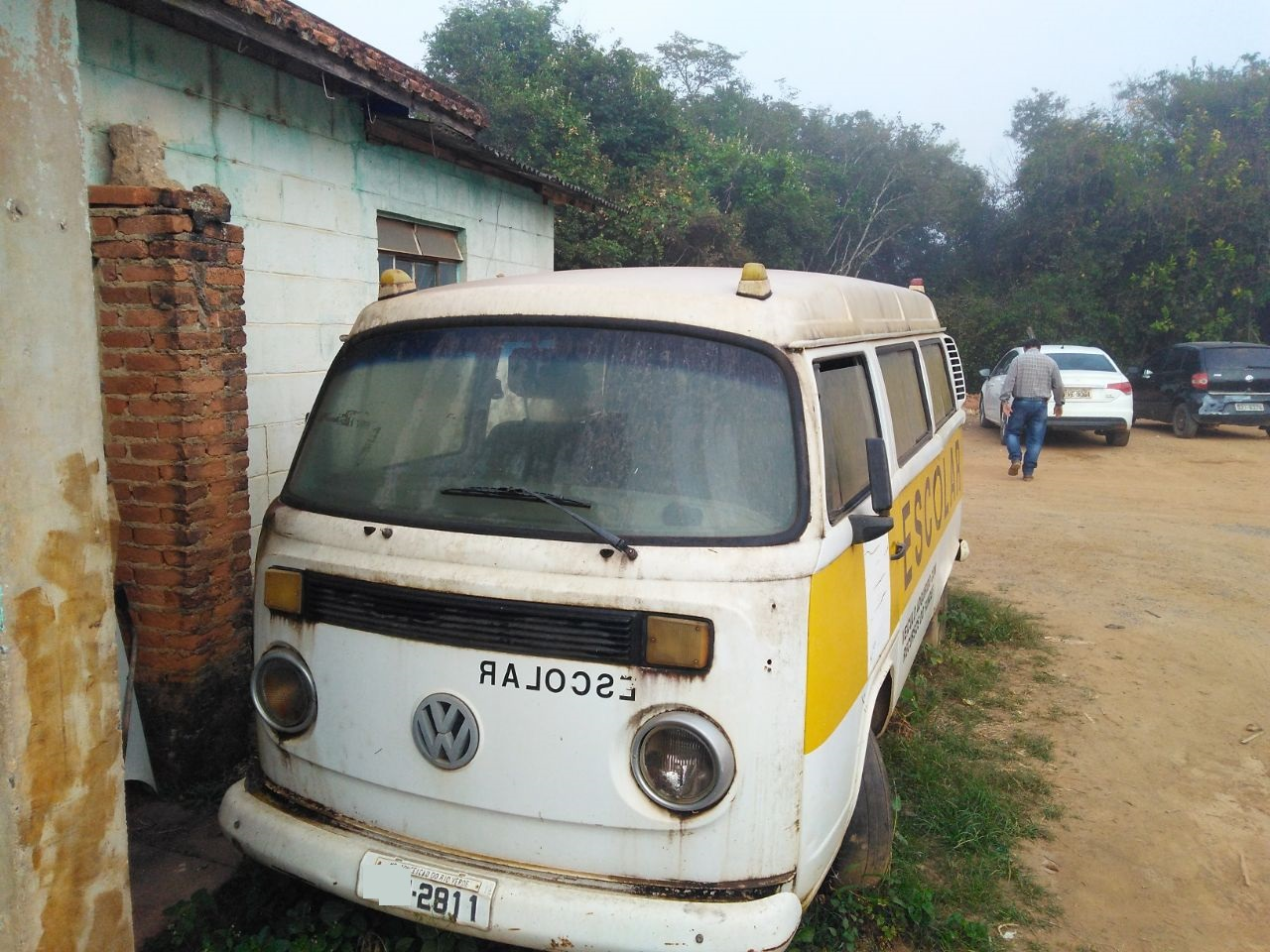 ITEM Nº: 01; ; VW Kombi Escolar, ANO: 2005/2005, PLACA: 2811, CHASSI: 359, COR: branca Co
