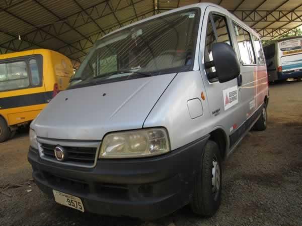 ITEM Nº: 04; Microônibus; Fiat Ducato Minibus, ANO: 2012/2013, PLACA: 9575, CHASSI: 275,