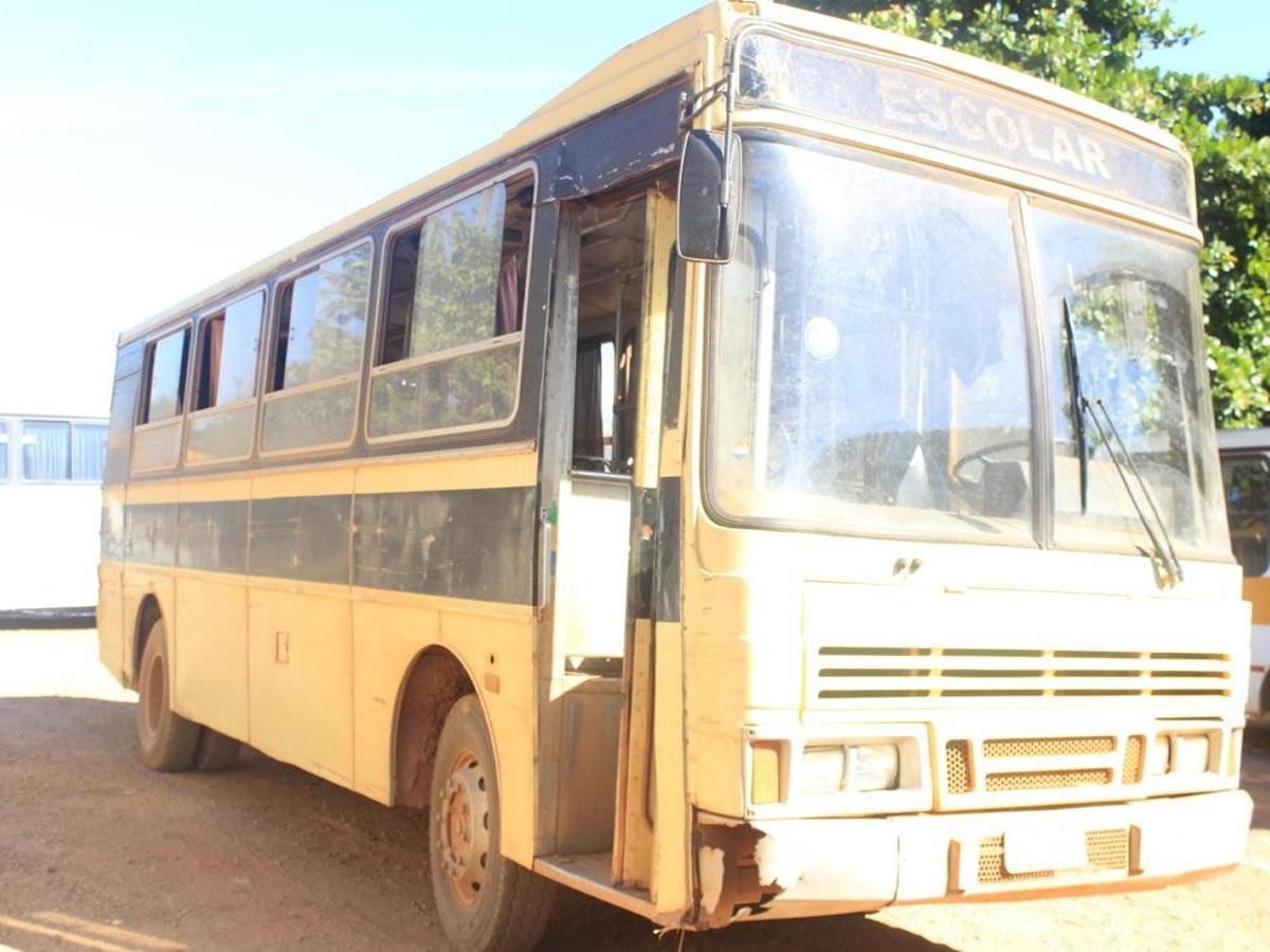 ITEM Nº: 02; Ônibus; M. Benz/OF 1318, ANO: 1992/1992, PLACA: 2719, CHASSI: 588, COR: amar...