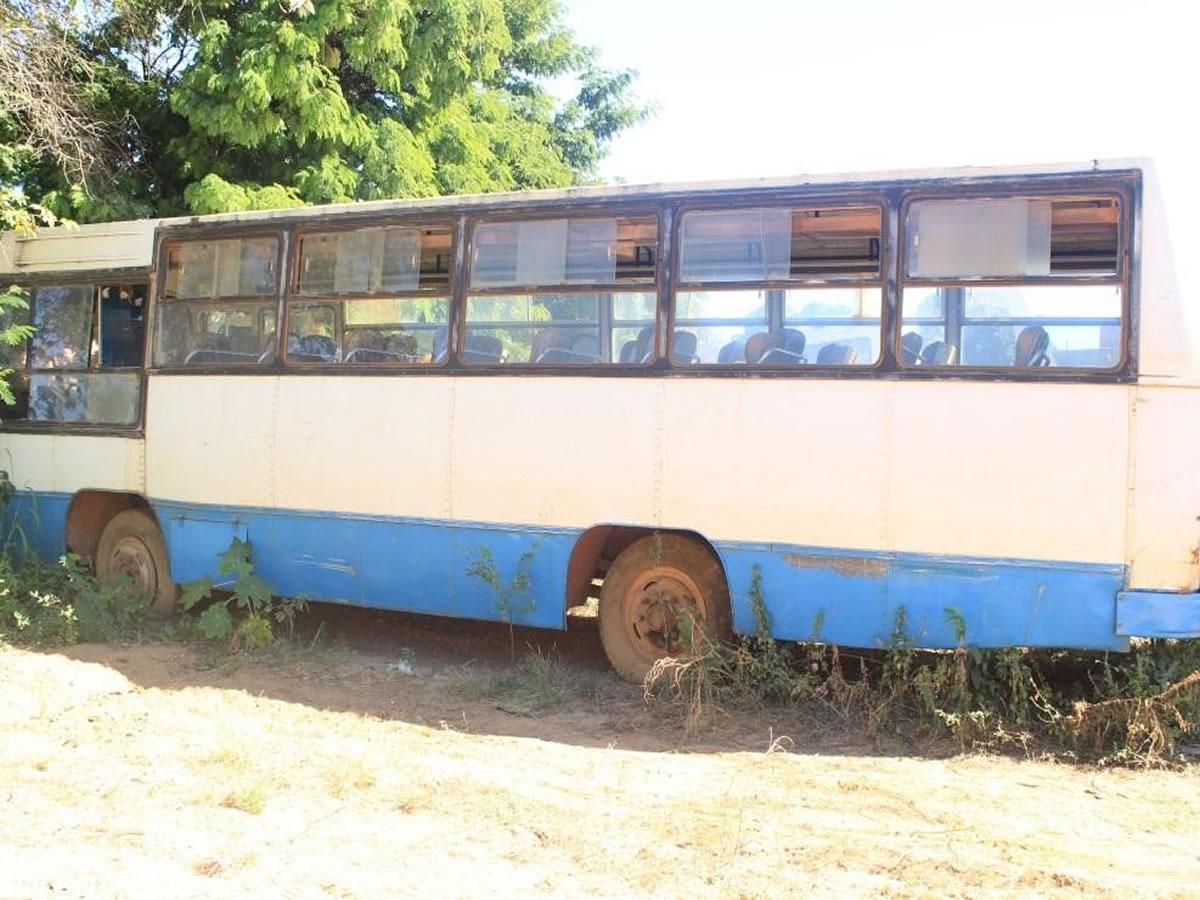 ITEM Nº: 13; Ônibus; M.B. M. Benz LPO 1113, ANO: 1981/1981, PLACA: 1096, CHASSI: 884, COR...