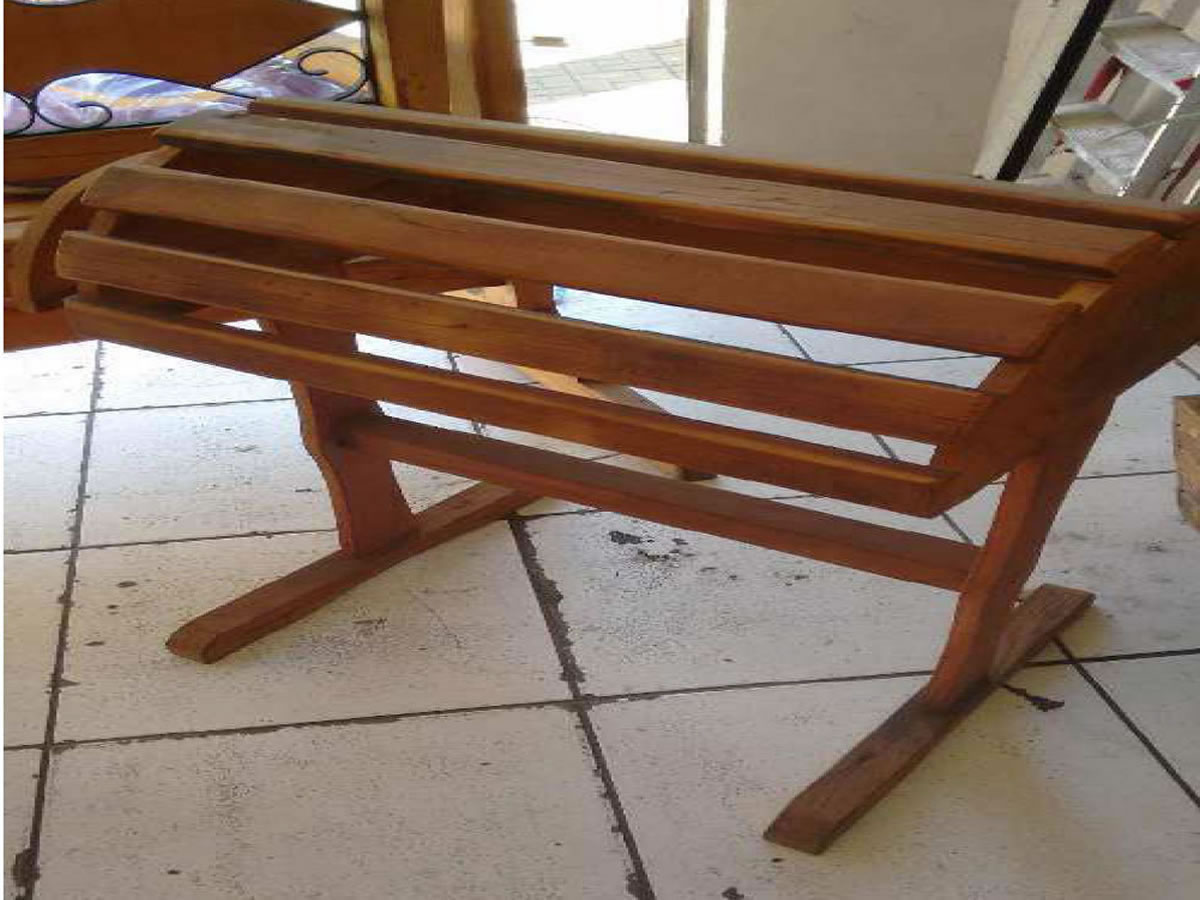 Itaúna - Suporte/cavalete de sela Em madeira. ==> IMPORTANTE: O primeiro leilão será dia 0