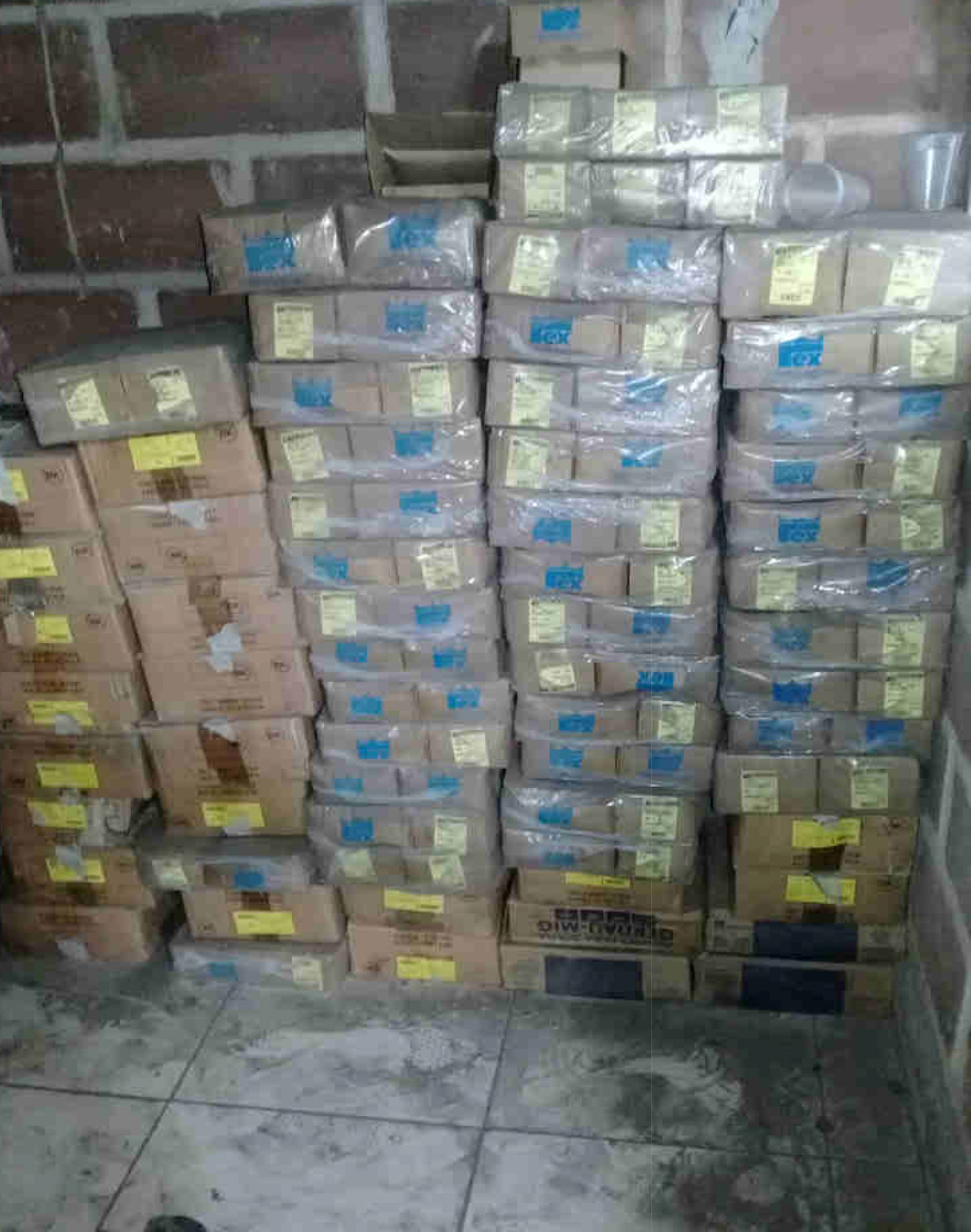 Itaúna - Quant.: 110 - Caixas de parafusos de aço M8 - 1,25 X 70  Contendo cada caixa 100