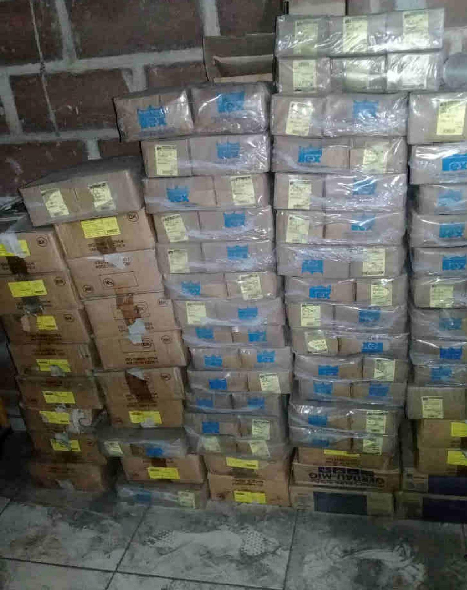 Itaúna - Quant.: 16 - Caixas de parafusos de aço 1/2 13 UNCX 1.6  Contendo cada caixa 100