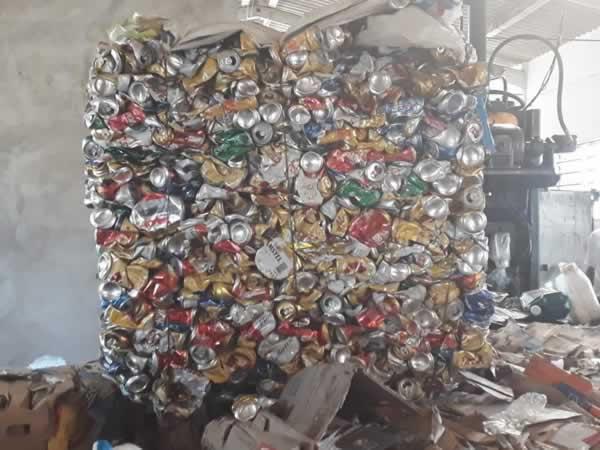 ITEM Nº: 04; Material reciclável; latinha, aproximadamente 300 kg     Conforme edital  Ru