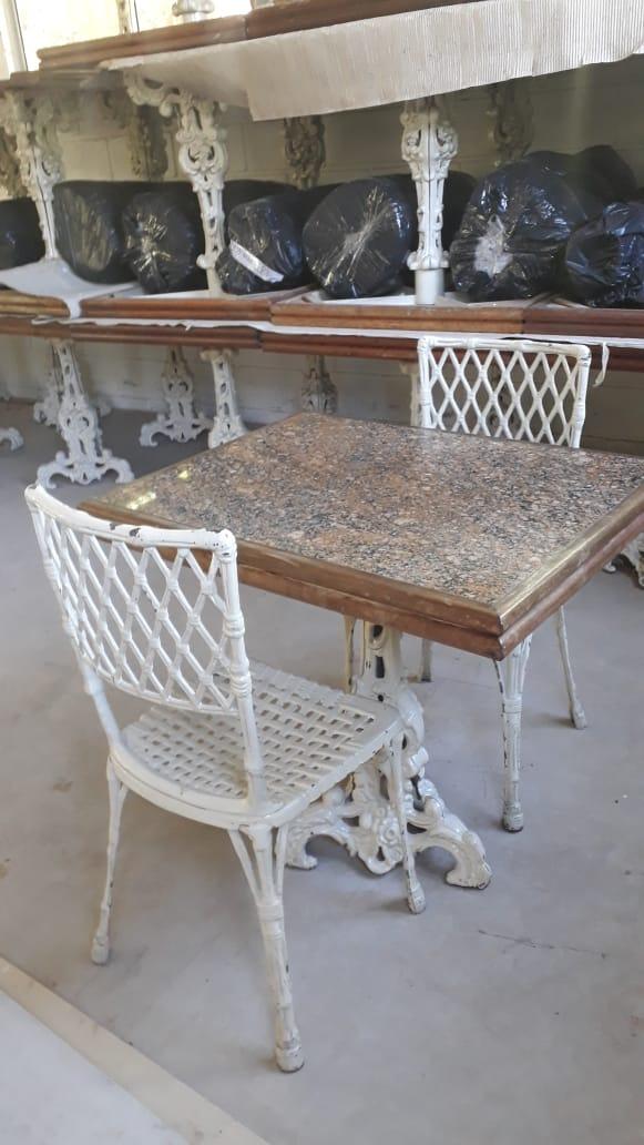 ITEM Nº: 08; Jogo de mesa em Belo Horizonte/MG.;      01 Mesa de ferro com tampo de grani