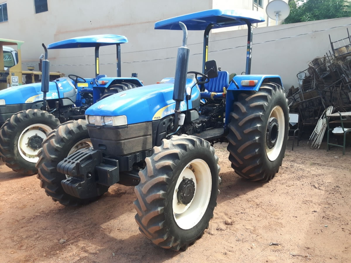 ITEM Nº: 20; Trator Agrícola, marca New Holland; modelo TT4030, chassi HCCZ4030EECG36811 ...