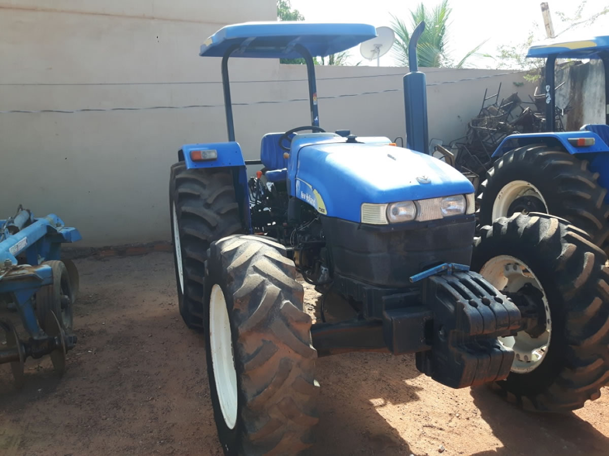ITEM Nº: 21; Trator Agrícola, marca New Holland; modelo TT4030, chassi HCCZ4030PECG36820....